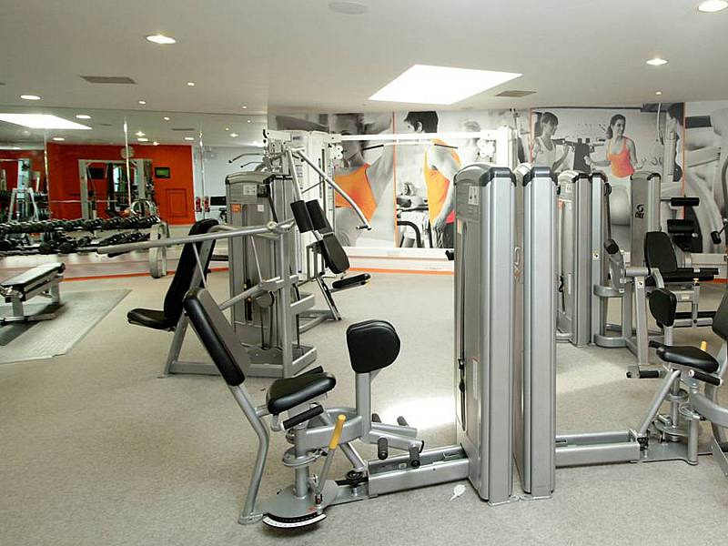 Leisure: Free weights and Weight Machines